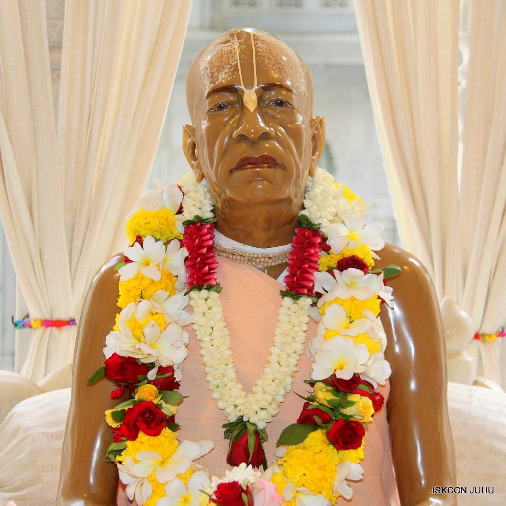 ISKCON Juhu Sringar Deity Darshan on 30th May 2016 (35)