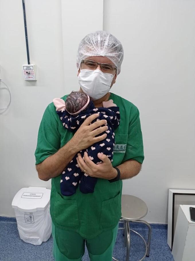 Nasce Eulália, filha de Sandrinho Palmeira e Lélis Vasconcelos