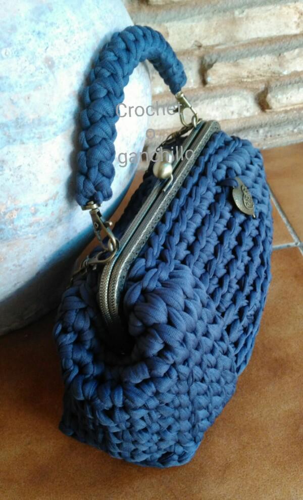 Crochet o ganchillo bolso de trapillo ligero en gris - Como hacer un bolso de trapillo ...