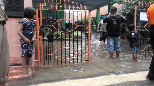 Banjir Rendam Dua Kelurahan di Kota Mojokerto