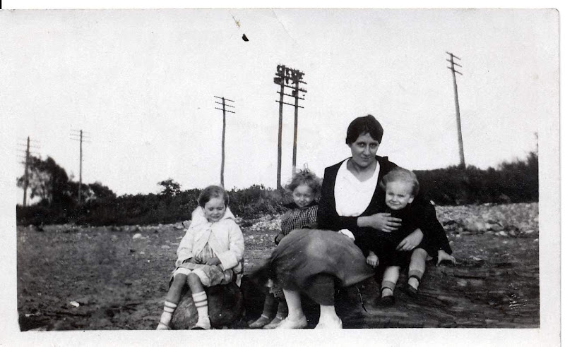 Aunt Pearl, Dorothy, Anne and Bob Boekman