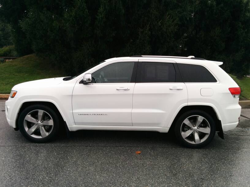 Jeep Cherokee White And Black >> 2014+ White Overland w/ splash guards? Looking for pics - Jeep Garage - Jeep Forum