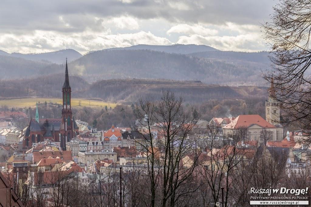 Widok na Wałbrzych ze schroniska w samym środku Wałbrzycha
