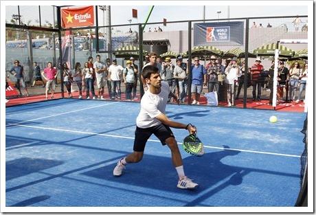Novak Djokovic disfruta con el pádel en el Mutua Tenis Madrid Open de 2017.