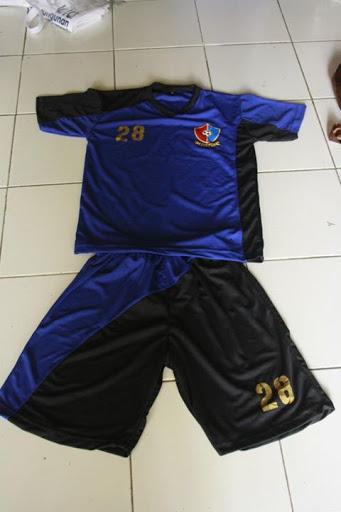 Kaos Team Bola Bahan dryfit Sablon emas