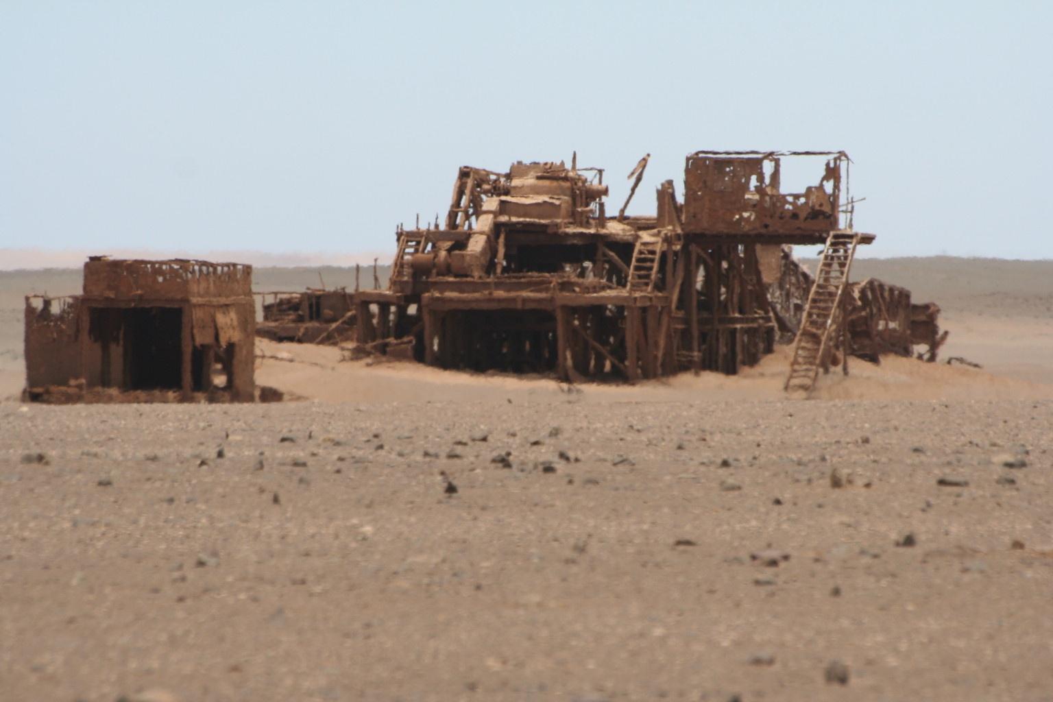 Abandoned oil rig (Skeleton Coast)
