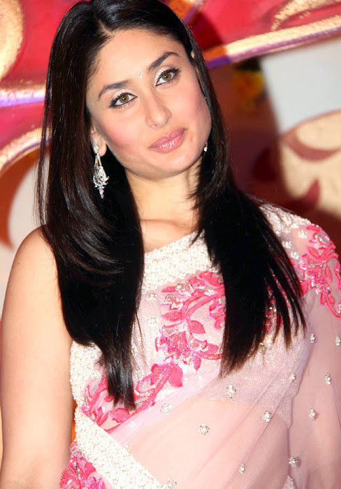 kareena kapoor launches the great wedding carnival hot images