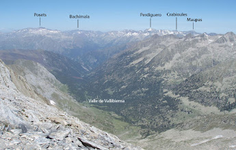 Photo: Diferentes excursiones nacen del fondo del valle de Vallibierna.