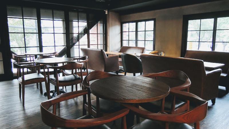 BARISTA COFFEE 西雅圖極品咖啡二樓座位區.JPG
