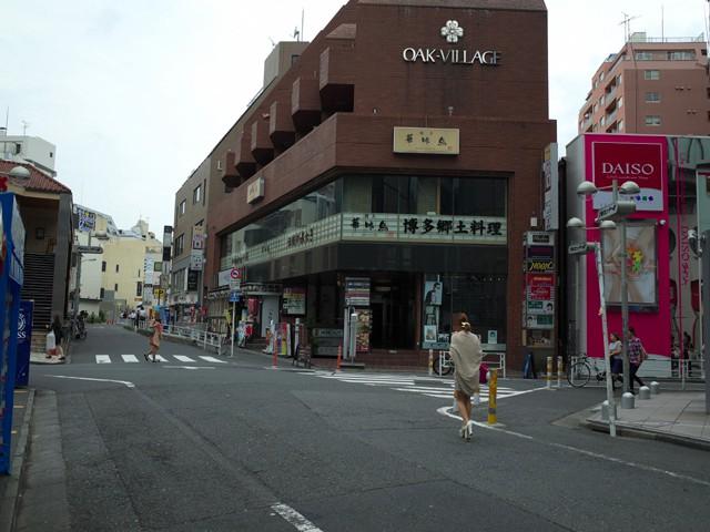 宇田川の博多食堂に向かう道