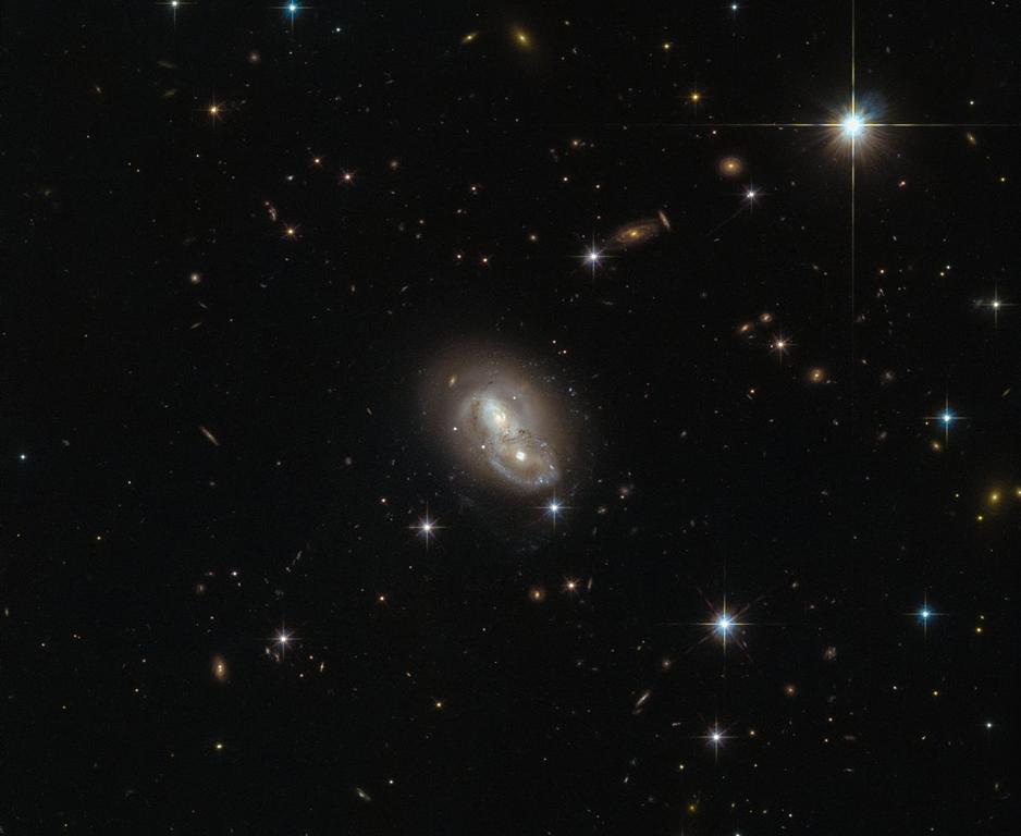 [gal%C3%A1xia+IRAS+06076-2139%5B5%5D]