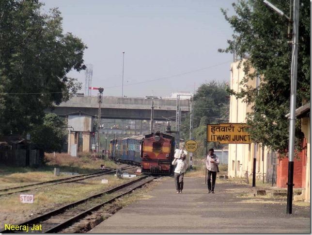 Nagbhir train entering Itwari