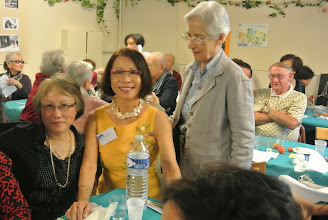 Photo: Chi Muguette, soeur de Viviane Tuyet Mai et sr Marie Liesse Guy Stehle, mari de Michèle, en arrière plan