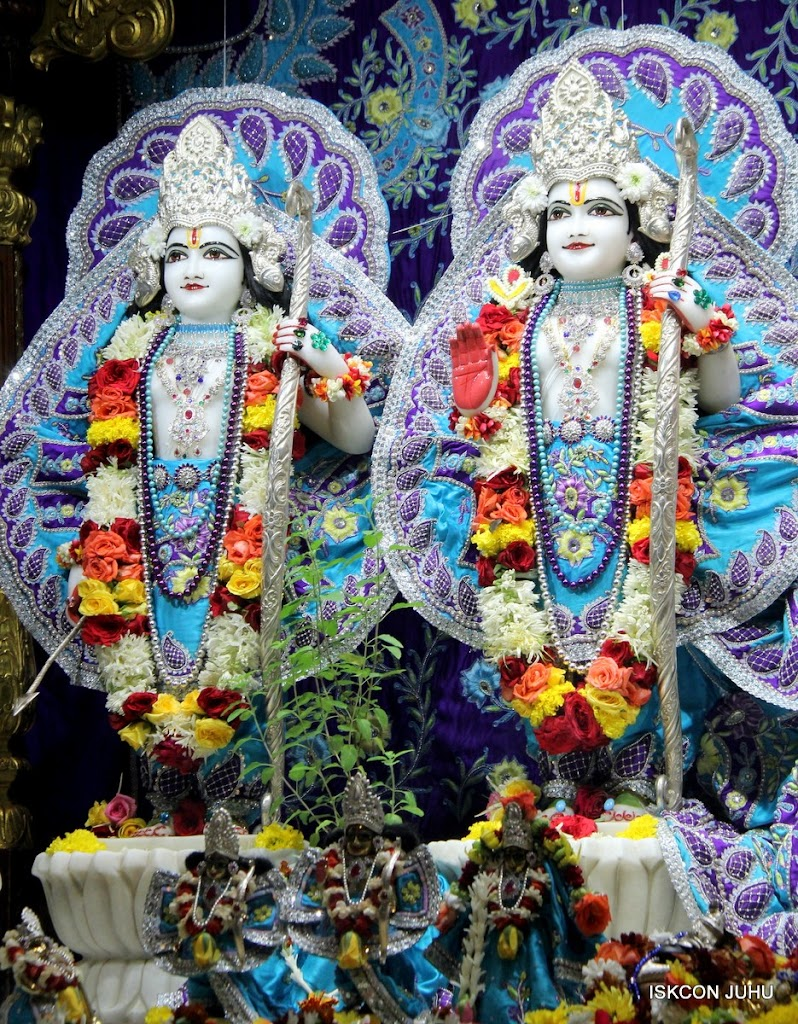 ISKCON Juhu Sringar Deity Darshan 17 Aug 2016 (18)