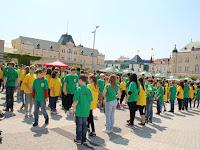 04 A tanulók a város színeibe öltöztek.JPG