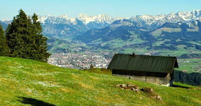 Blick Sonthofen Ostrachtal Iseler Bschiesser Gaishorn Rauhhorn Kugelhorn Imberger Horn Breitenberg Heubatspitze Rotspitze Daumen