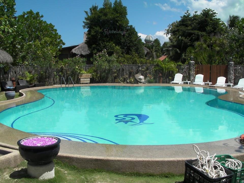 Club Serena's pool