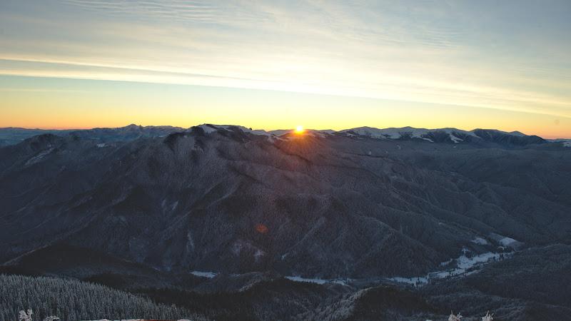 Prima raza de soare in una din diminetile incredibil de senine.