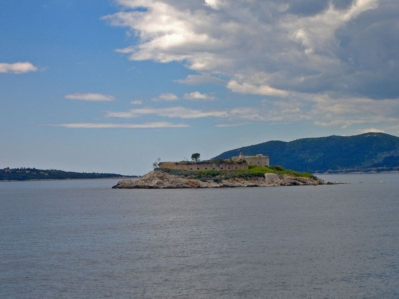 Mamula-isola-fort-2