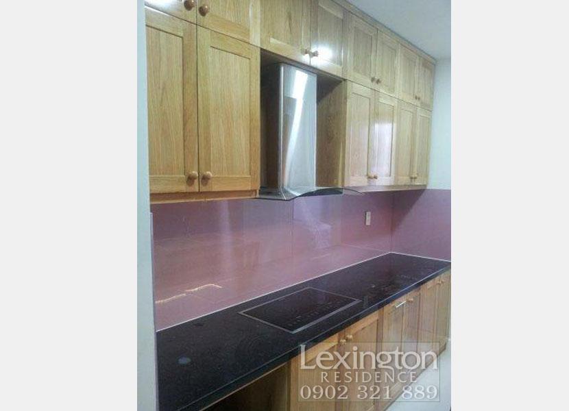 Hệ thống tủ bếp bằng gỗ sồi tại căn hộ cho thuê Lexington Q2