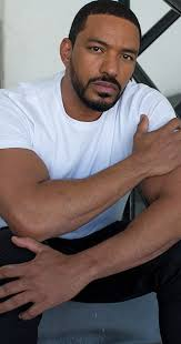 Laz Alonso Bio, Age, Life, Ethnicity, Religion, Height, Weight, Net Worth, biography,Dating, Married, Wife, Mother's Milk, The Boys, Wiki