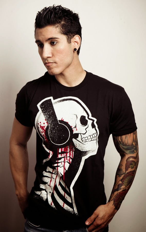 skeleton headphones, bleeding headphones shirt, bleeding headphones, tattoo horror skull, skull headphones blood, dj headphones shirt, metal headphones, goth headphones shirt, comiccon skull shirt, akumuink headphones, akumu skull