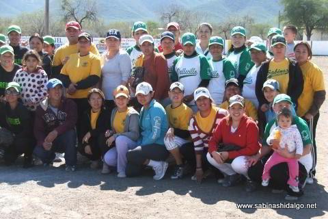 Pioneras de Vallecillo y Chicas Sertoma en el softbol femenil del Club Sertoma