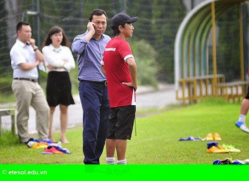Hình 2:   Cầu thủ Việt cởi trần khoe body chuẩn