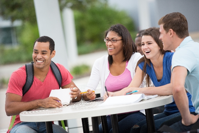 海外の大学で使う用語「オナーズプログラム」「アクティビティ」ってなに?【今から知っておきたい大学生用語】