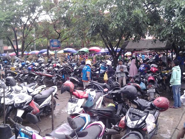Dahsyatnya Perputaran Uang Minggu Pagi Di Pasar Pagi Tos 3000