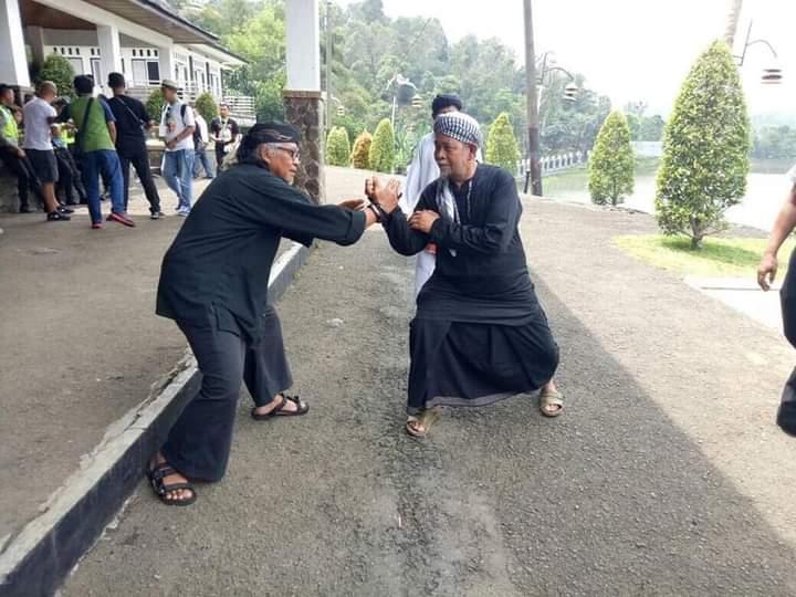 Mengenang sosok Kyai Panutan (KH. Adang Badruddin / Abah Cipulus)