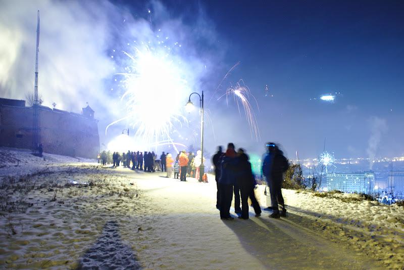 Revelionul de pe dealul cetatuii, putin cam aglomerat si cam sarac in artificii.
