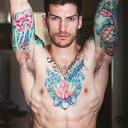 Flor de lótus sobre peito de homem.jpg