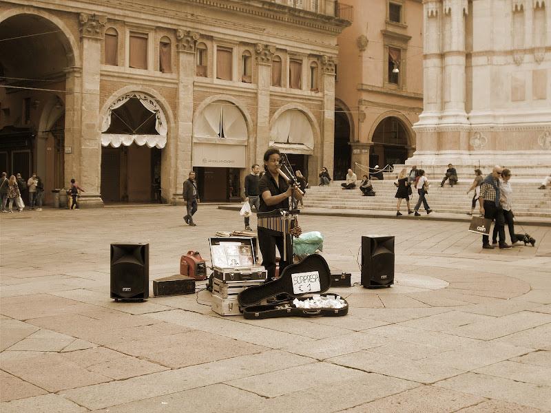 Musica andina. Bologna, Piazza Maggiore. di martapdn