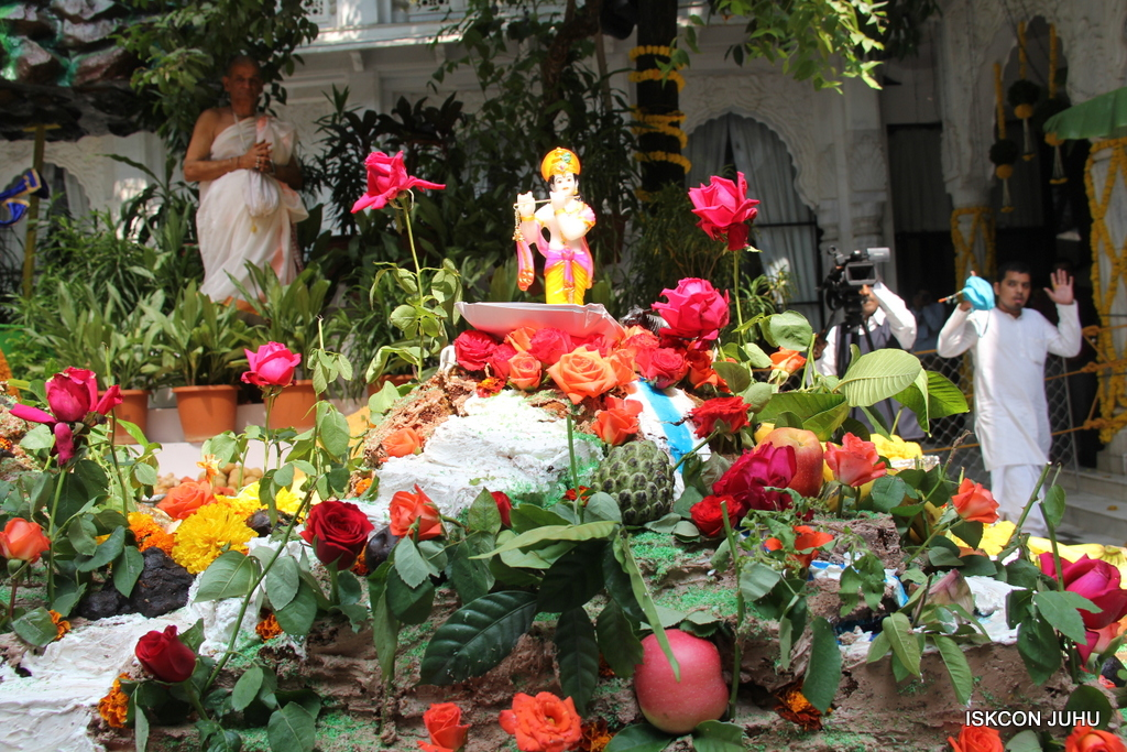 Govardhan Annakut Darshan  At ISKCON Juhu on 31st Oct 2016 (49)