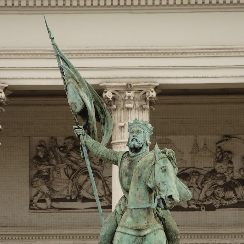Brussels_053 Godefroy de Bouillon Statue.jpg