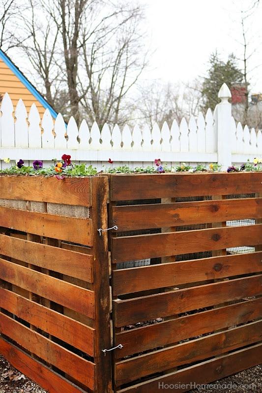 Wooden-Pallet-Compost-Bin.V