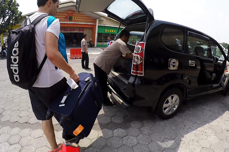 Cogiendo un taxi del aeropuerto de Yogyakarta al hotel