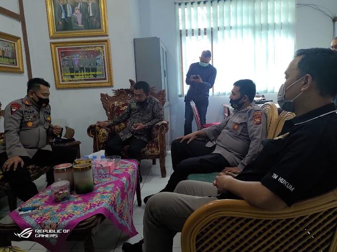 Kunjungan Pamatwil Kombes Pol Esmed Eryadi,SH, S.Ik, MM dan Kapolres R/L AKBP Puji Prayitno, S.Ik, MH di kantor KPU Rejang Lebong.
