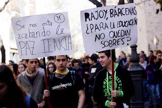 Photo: VALENCIA (COMUNITAT VALENCIANA) Miles de estudiantes se han manifestado por las calles de valencia contra la reforma educativa. EFE/Biel Aliño
