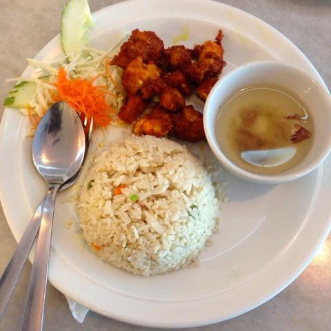 Chamek Kopitiam Nasi Goreng Ayam Kunyit