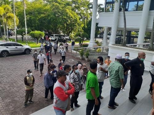 Puluhan Petani Air Bangis Datangi DPRD Sumbar, Tuntut Status Tersangka Dibatalkan