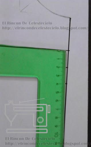 Marcando pinza al costado de 4 cm en patrón delantero