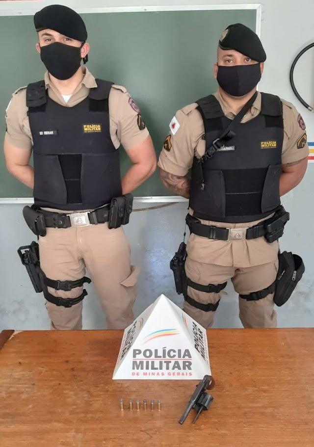 Polícia Militar em Ação: Após denuncia PM apreende arma de fogo em Divino