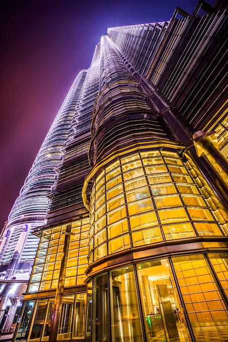 ツインタワー 夜景 建物正面入口 真下4