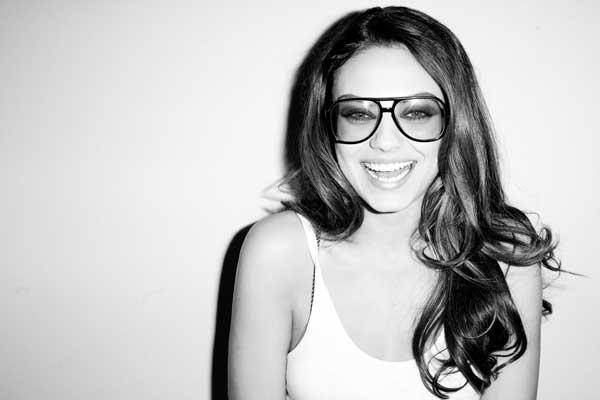 Mila Kunis, simpática