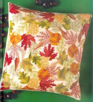 cuscino a punto croce con foglie e backstitch