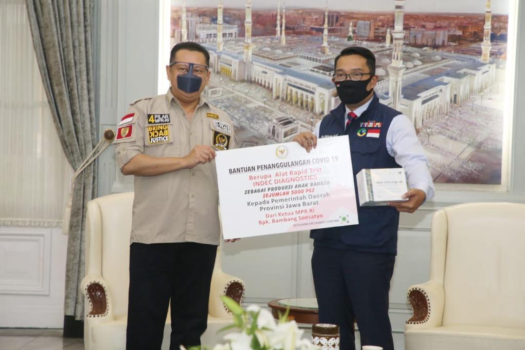 Bamsoet Berikan Bantuan Ribuan Alat Rapid Test ke Pemprov Jawa Barat