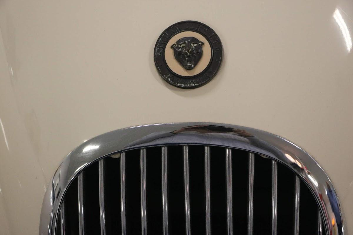 Carl_Lindner_Collection - 1950 Jaguar XK120 Coupe 04.jpg