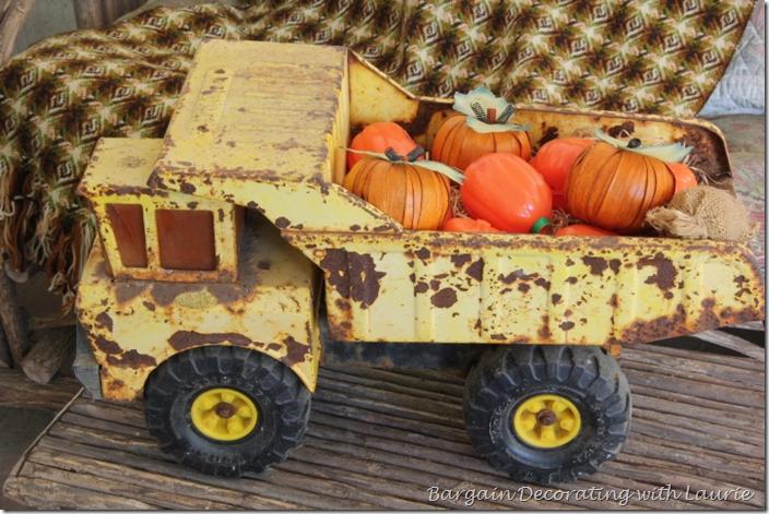 Halloween Pumpkin Delivery Dumptruck